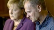Tusk trauert und trifft Merkel