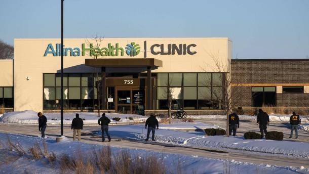 Ein Toter und mehrere Verletzte nach Schüssen in amerikanischer Klinik