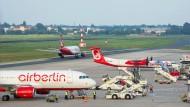 Der Abschied naht: Flugzeuge von Air Berlin auf dem Flughafen Tegel in Berlin