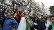 Am Freitag in Algier: Demonstranten fordern einen Wandel des politischen Systems.