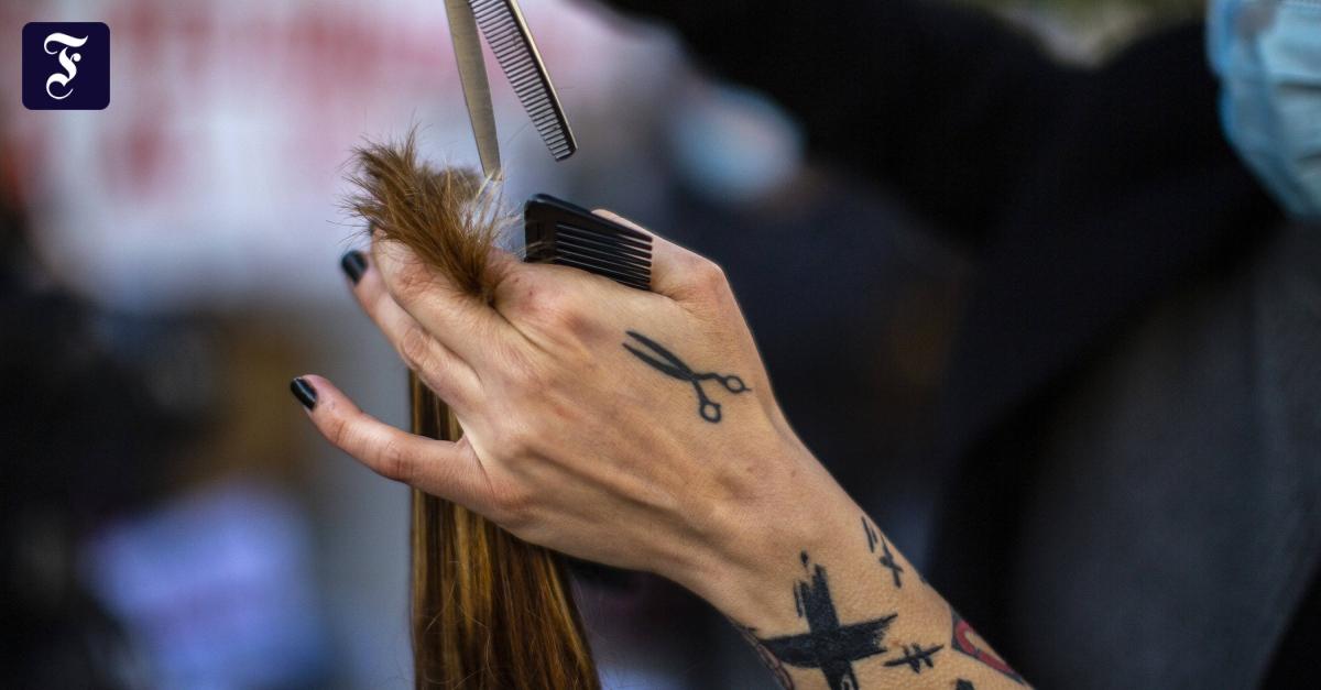 Polizei löst Treffen mit Friseur auf