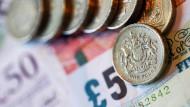 Bis 2020 wird der Mindestlohn auf rund 9 Pfund in der Stunde steigen, umgerechnet etwa 11,50 Euro.