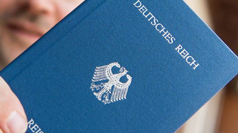 Steuerhinterziehung und Schwarzarbeit: Die Spur der Ermittler führt zu einem mutmaßlichen Reichsbürger (Symbolbild).