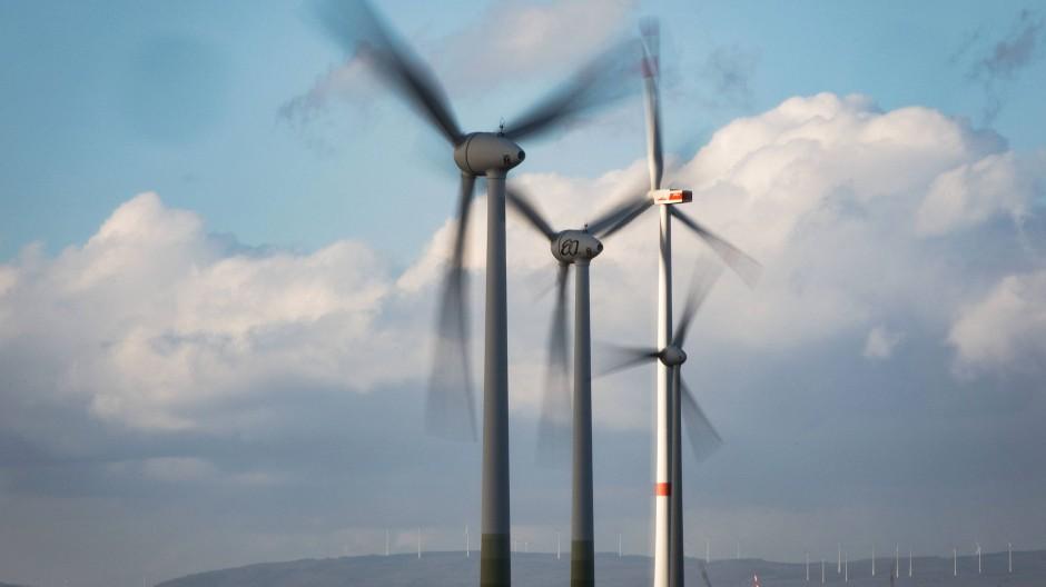 Ein großes Problem bei der Windkraft ist, dass der Wind nicht immer gleich stark weht. Künstliche Intelligenzen sichern die Energiezufuhr auch bei Flaute.