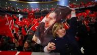 Werben für das Referendum: Erdogan-Anhänger bei einem Auftritt von Ministerpräsident Yildirim in Oberhausen