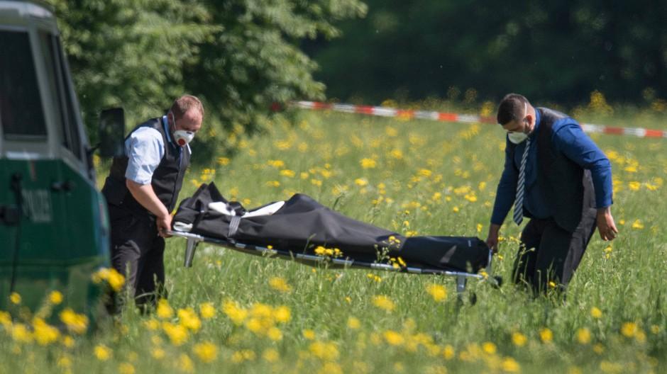 Nach ersten Erkenntnissen der Polizei ist die junge Frau Opfer eines Gewaltverbrechens geworden.