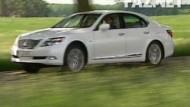 Der Fahrer lenkt - der Lexus denkt