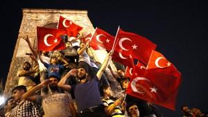 Fünf Jahre nach dem Putschversuch: Wie Erdogan Gegner in Deutschland bedroht