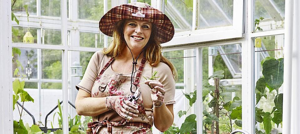 Schwedin Produziert Feminine Gartenkleidung