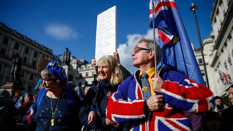 Zehntausende Demonstranten in London sind gegen den Brexit.