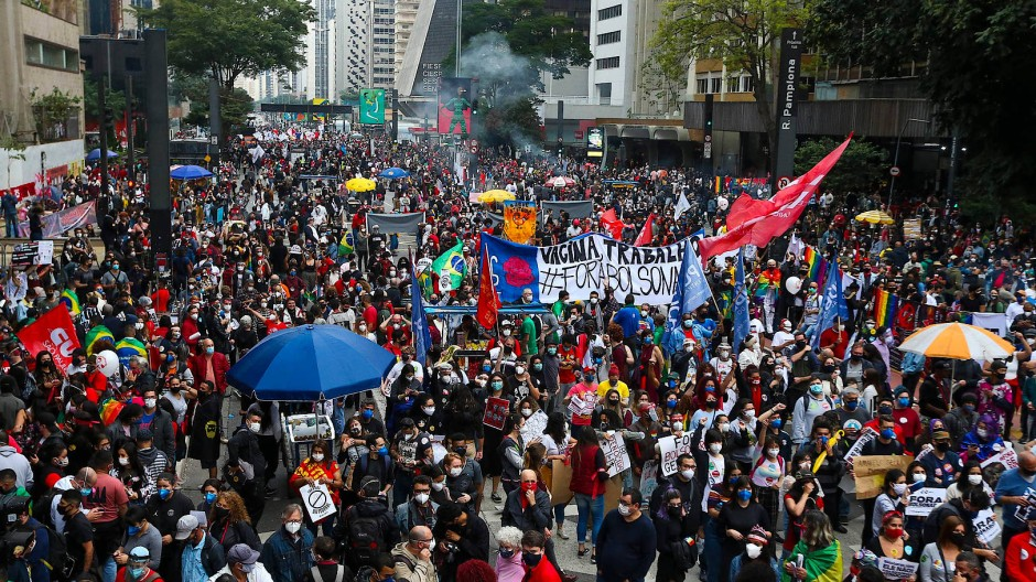 Demonstranten protestierten am Samstag in São Paulo gegen den brasilianischen Präsidenten Jair Bolsonaro.