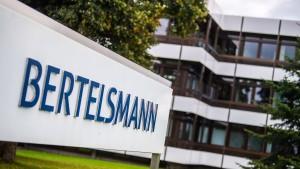 Bertelsmann hebt Gewinnprognose auf knapp zwei Milliarden Euro an