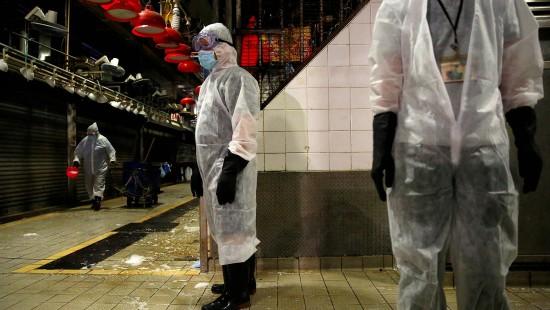 Markt in Hongkong nach Corona-Fällen desinfiziert
