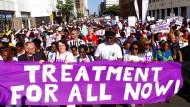 """""""Behandlung für alle"""": Im südlichen Afrika ist HIV noch immer Todesursache Nummer eins von Jugendlichen und jungen Erwachsenen."""