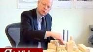 Architekt Childs erläutert das neue Gebäude