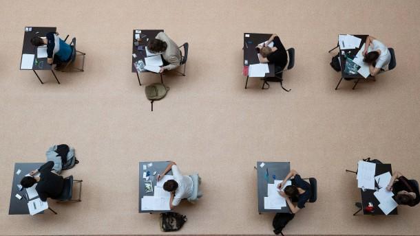 871 Studenten müssen Klausur im Jura-Examen nachschreiben