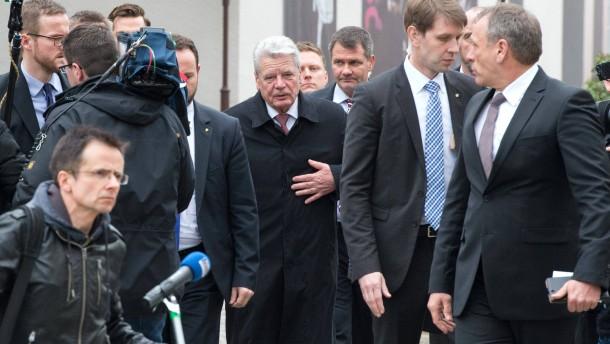 Buhrufe und Beschimpfungen gegen Gauck in Bautzen