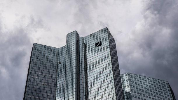 Bonitätsnote der Deutschen Bank gesenkt