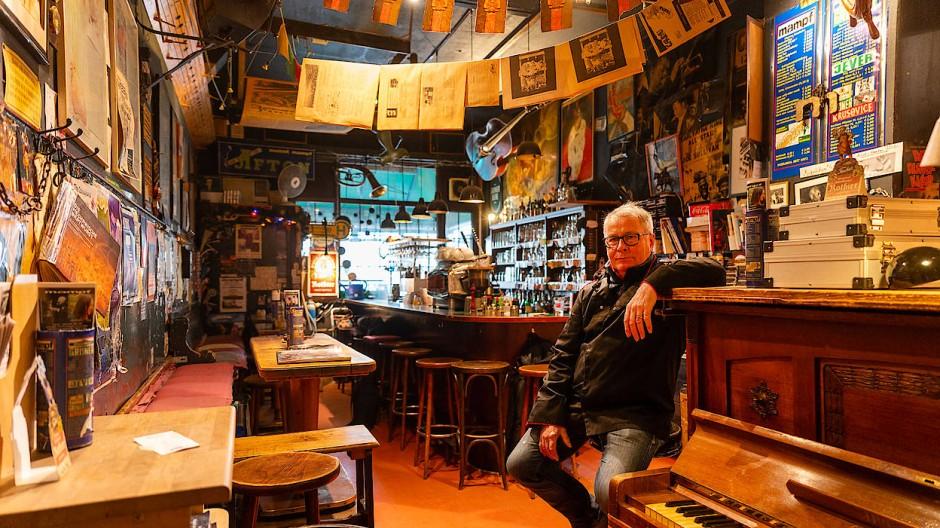Er hält die Stellung: Weitermachen ist wichtig, sagt Michael Damm, Betreiber der Jazzkneipe Mampf.