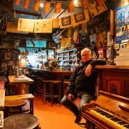 """Er hält die Stellung: """"Weitermachen ist wichtig"""", sagt Michael Damm, Betreiber der Jazzkneipe """"Mampf""""."""