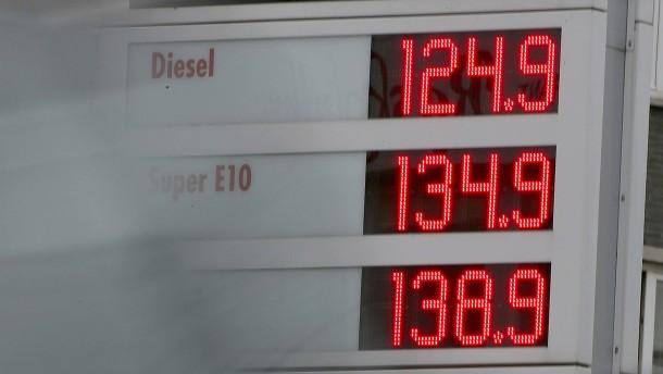 Steigen nun unsere Spritpreise?