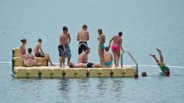 Saugwurm-Larven trüben Schwimmvergnügen