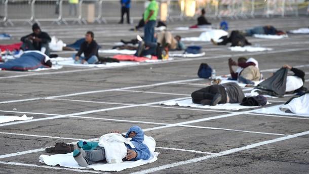 Obdachlose müssen auf Parkplatz schlafen
