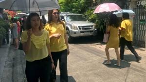 Thailand trägt vier Monate lang gelb