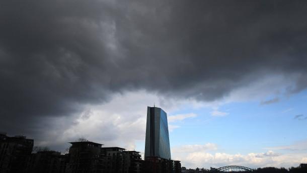 EZB lässt sich mit faulen Krediten mehr Zeit