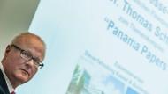 Der hessische Finanzminister Thomas Schäfer äußert sich zum Stand der Auswertung der Panama Papers.