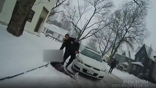 Polizisten setzen Pfefferspray gegen Neunjährige ein