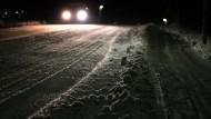 In der Nacht zum Mittwoch haben winterliche Bedingungen in Deutschland zum Teil für Verkehrschaos gesorgt.