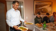 Aufgetischt: Die Wohnung von Familie Arslan wird in der Fastenzeit zum Treffpunkt für Freunde und Familie.