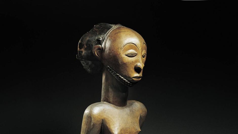 Zurück nach Afrika? Kongolesische Holzgfiguren aus dem neunzehnten Jahrhundert.