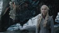 """Feuerspeiende Bestie mit hessischem Kern: Drache Drogon mit seiner """"Mutter"""" Daenerys Targaryen."""