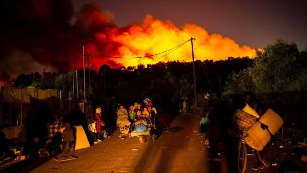 Abermals brennt das Flüchtlingslager