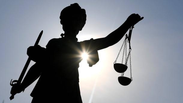 Der dunkle Grund des Rechts