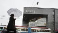 Im Regen: Das Gebäude der Schweizer Börse Six Swiss Exchange in Zürich.