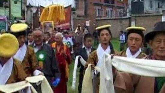 Tibeter feiern 75. Geburtstag des Dalai Lama
