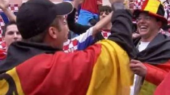 Deutsche und kroatische Fans freuen sich gemeinsam aufs Spiel