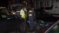 Zwei zerstörte Fahrzeuge nach einer Verfolgungsfahrt in Neukölln.