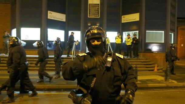 Spezialeinheiten beenden Gefängnisrevolte in Birmingham