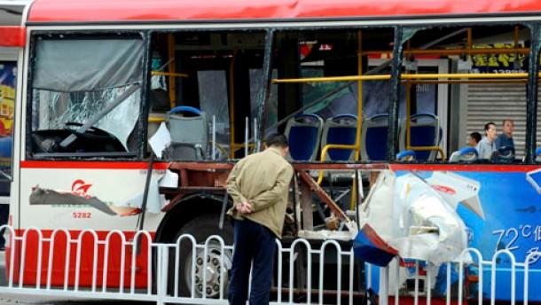 Tote bei Anschlägen auf Busse
