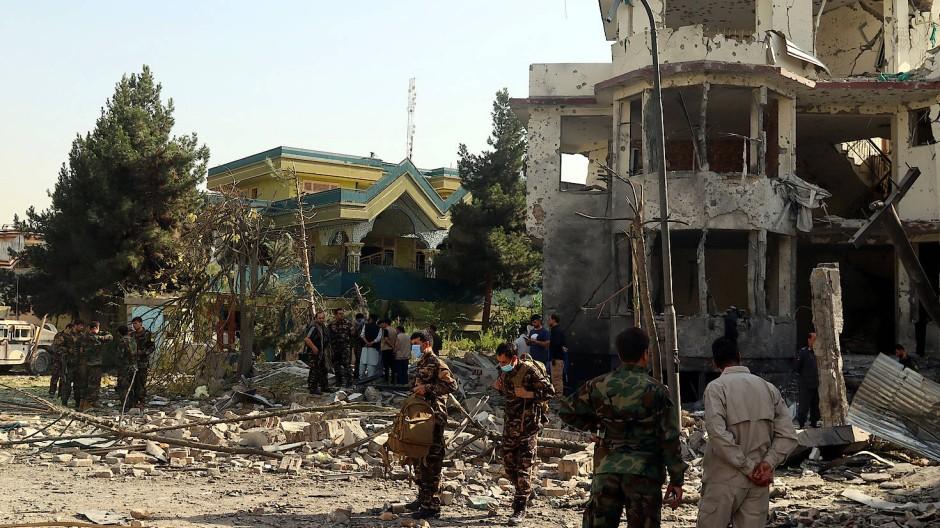 Scharf bewacht: eine Autobombe sollte am Dienstag offenbar das Haus des afghanischen Verteidigungsministers treffen