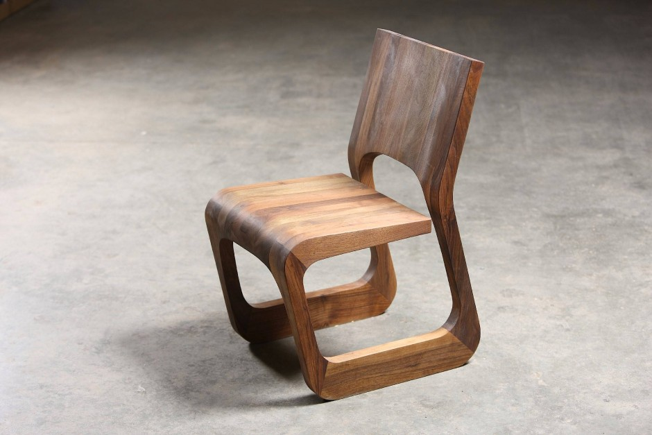 """Massiver Auftritt: Stuhl aus der """"Steek""""-Linie von Karim Rashid"""