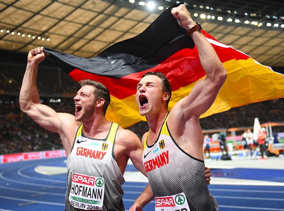 Thomas Röhler (rechts) nach dem Gewinn von EM-Gold 2018 in Berlin.