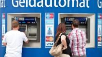 Für die Kunden zahlreicher Banken und Sparkassen steigen in diesen Tagen die Gebühren deutlich an.