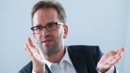 Verbraucherschützer Klaus Müller hat hohe Erwartungen: Eine neue Regierung muss Erfolge liefern.