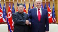 Spontanbesuch oder doch nicht spontan? Kim Jong-un und Donald Trump in Panmunjom in der Demilitarisierten Zone.