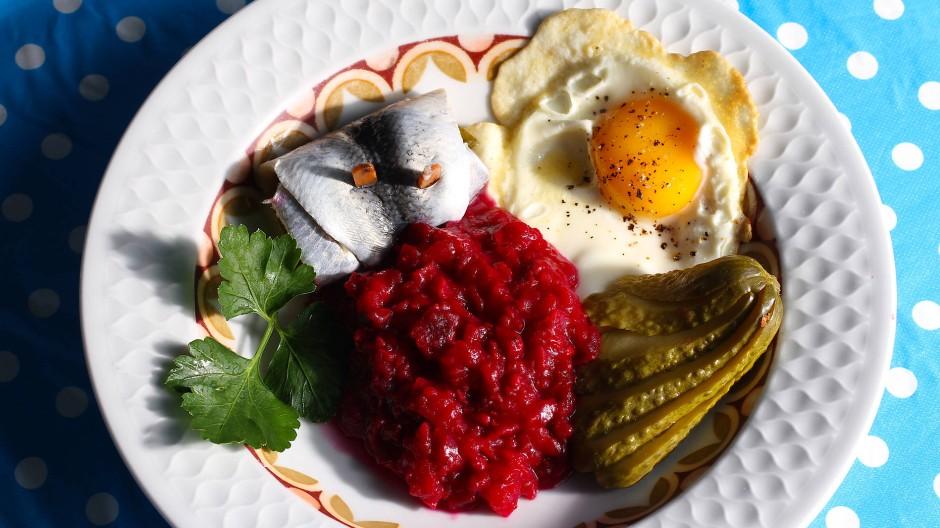 Labskaus steht als Traditionsgericht auf vielen Speisekarten in Norddeutschland.